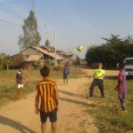 Franz beim Fussballtraining mit kambodschanischen Kindern