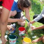 Aktionsstation - Haus aus bunten Flaschen