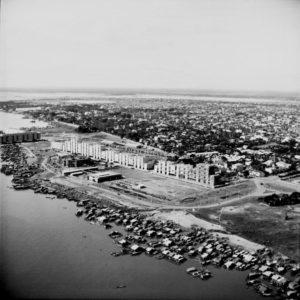 """Aufnahme aus der Bauzeit des """"Weißen Gebäudes"""" von 1961."""