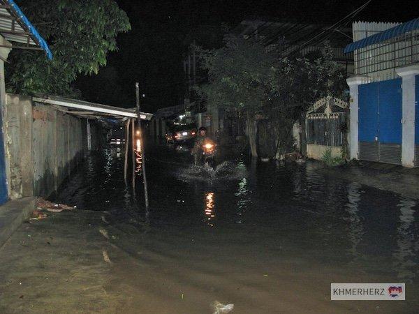 ueberschwemmte-strasse-pp